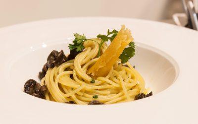 Spaghetti con lumache acciughe e capperi